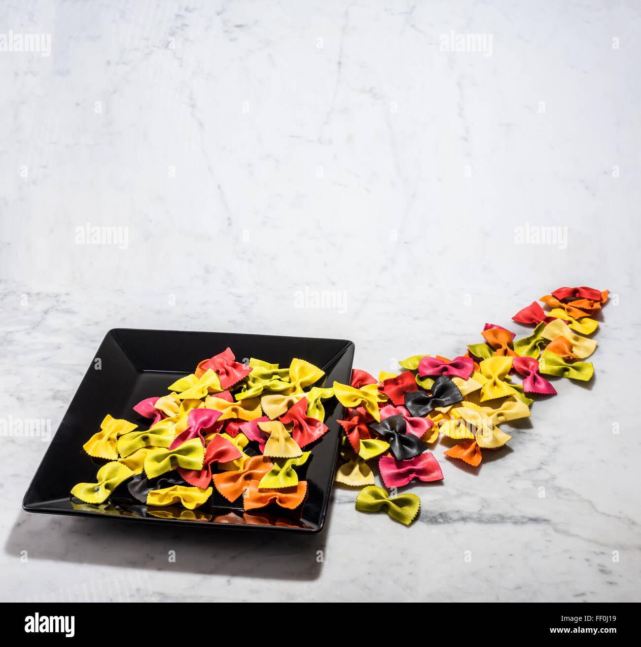 Farfalle Italy Italian pasta colorata bicolor multicolore multicolore multi colore Livestyle cucinare cucina tinto Immagini Stock