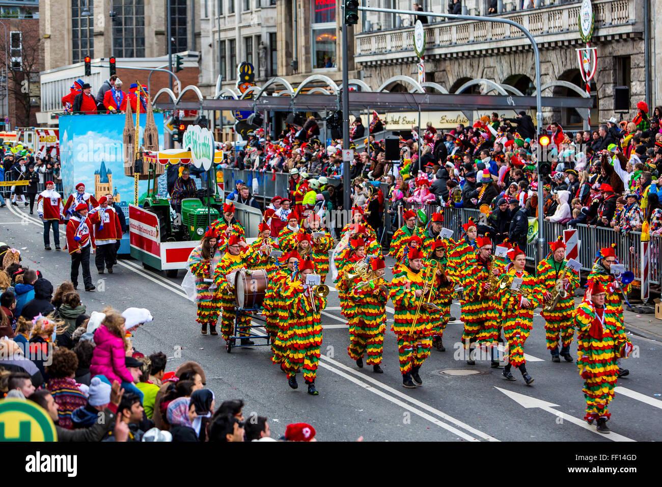 Street sfilata di carnevale e festa in Colonia, Germania in occasione del Carnevale di Lunedì, Martedì Immagini Stock