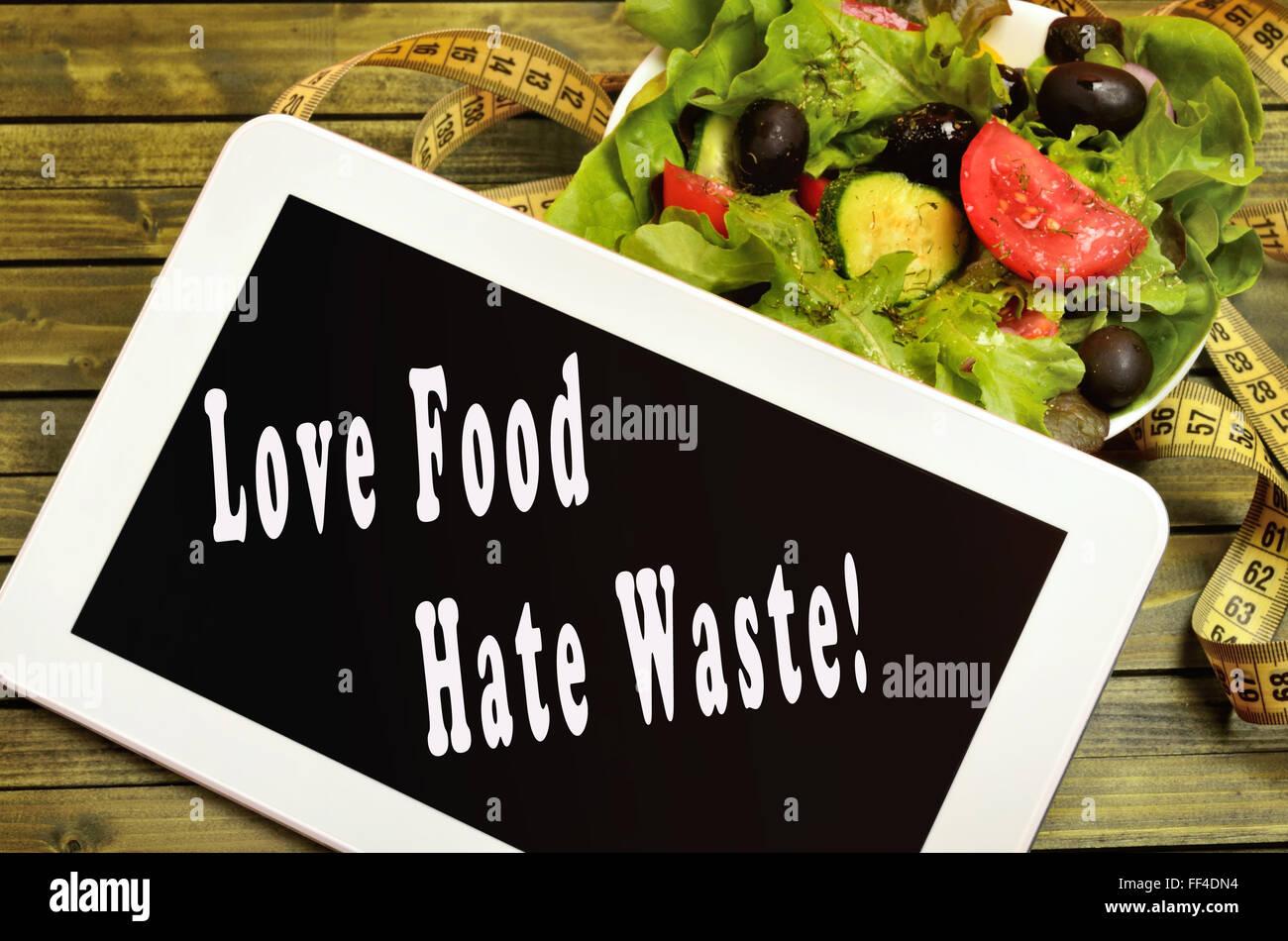 Amore odio alimentare rifiuti scritta sulla tavoletta digitale Immagini Stock