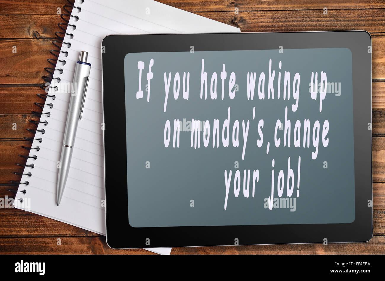 Odio di lunedì parole sulla tavoletta digitale Immagini Stock