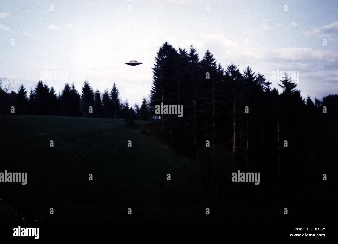 Astronautica, oggetto volante non identificato (UFO), flying ufo, Sädelegg, Schmidrüti, Svizzera, 8.3.1975, Immagini Stock