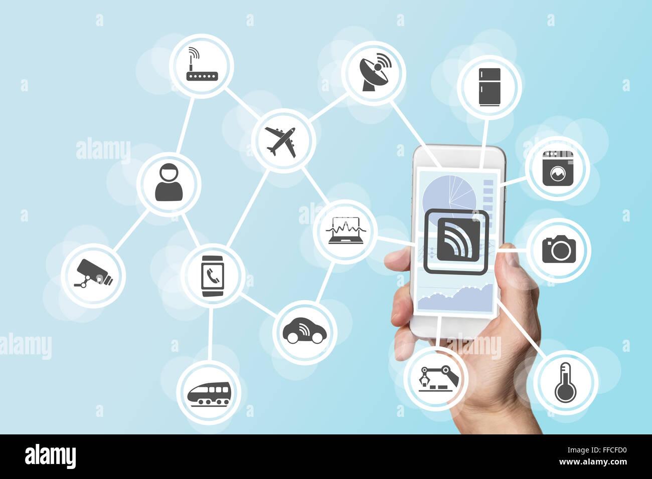 La digitalizzazione e la mobilità concetto illustrato da mano azienda moderne smart phone Immagini Stock