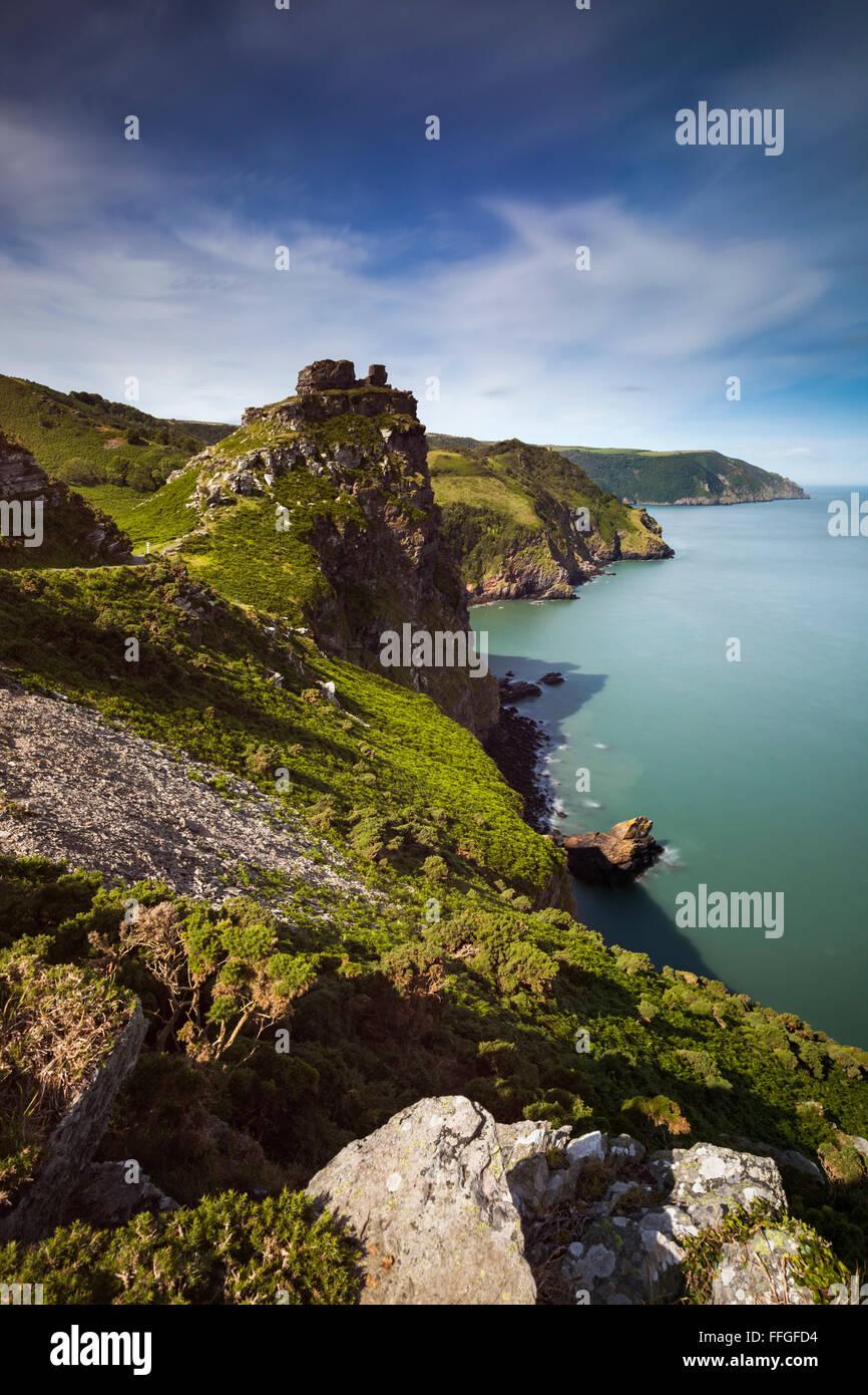 Wringcliff Bay nei pressi della Valle delle rocce nel Parco Nazionale di Exmoor, catturato dalla costa sud-ovest Immagini Stock