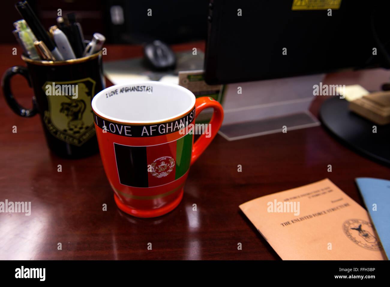 Lt. Col. Jeffrey Hogan's office è adornata con la tipica cimeli raccolti in tutta la sua carriera come Immagini Stock