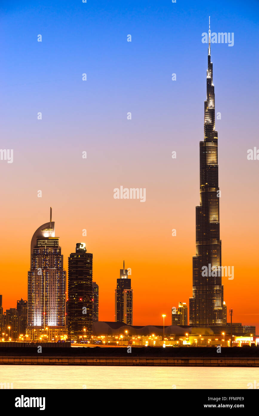 DUBAI, Emirati Arabi Uniti - 10 febbraio: Burj Khalifa facciata su 10 Febbraio 2014 a Dubai, UAE. Il Burj Khalifa Immagini Stock