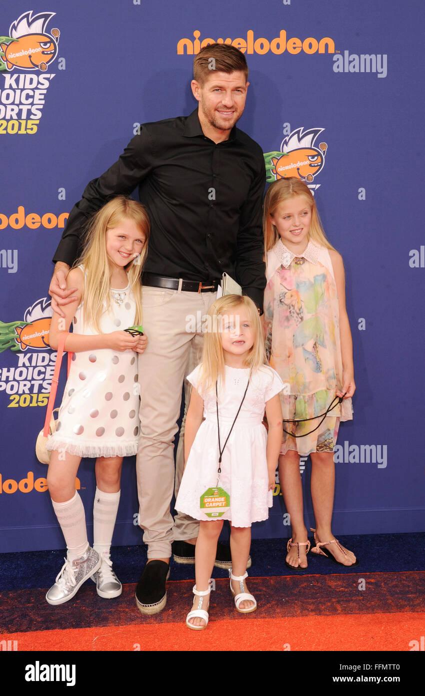 Il giocatore di calcio Steven Gerrard e le figlie Lilly-Ella Gerrard, Lexie Gerrard, Lourdes Gerrard arrivano al Foto Stock