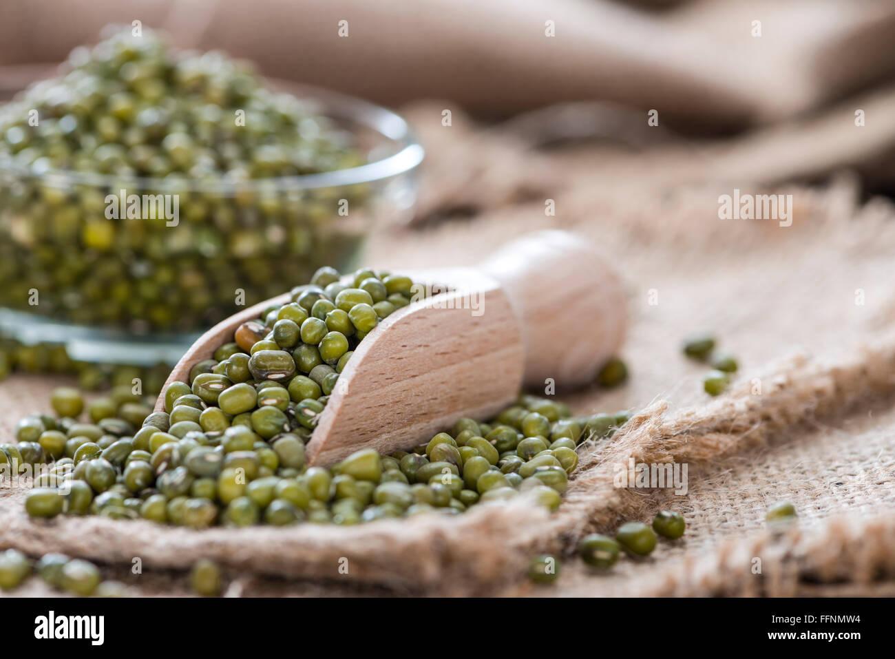 Porzione di essiccato fagioli mung (dettagliate di close-up shot) Immagini Stock