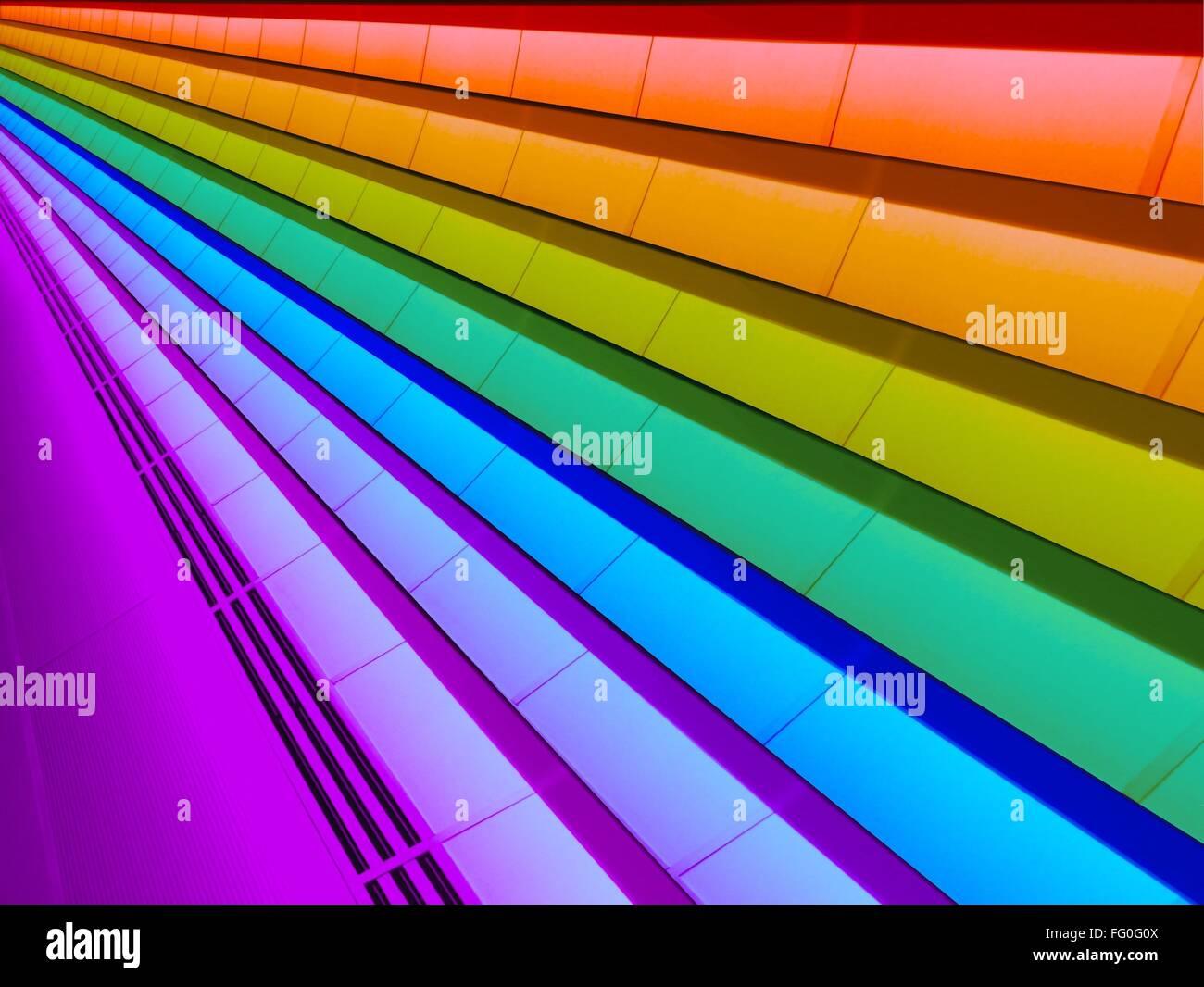 Basso angolo di vista Multi soffitto colorato Immagini Stock