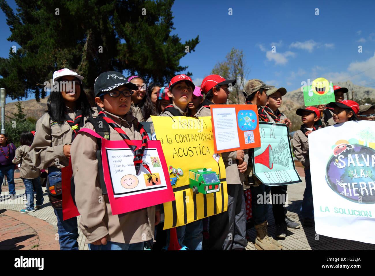 Gli scolari che protestavano contro l' inquinamento acustico, La Paz, Bolivia Immagini Stock