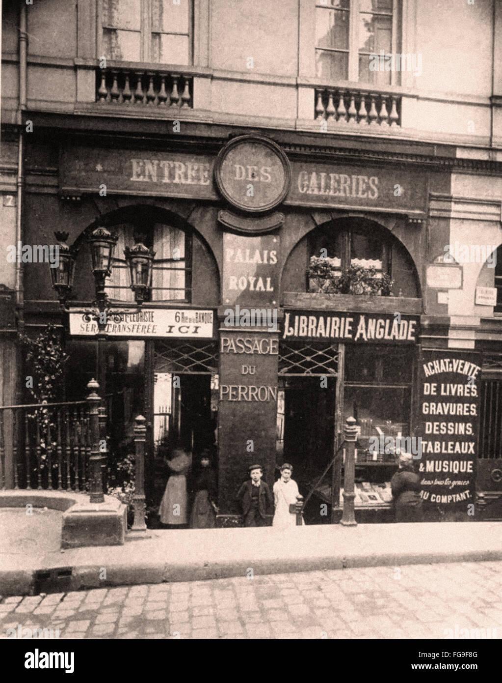 Scene di strada di Parigi nei primi anni del XX secolo Immagini Stock