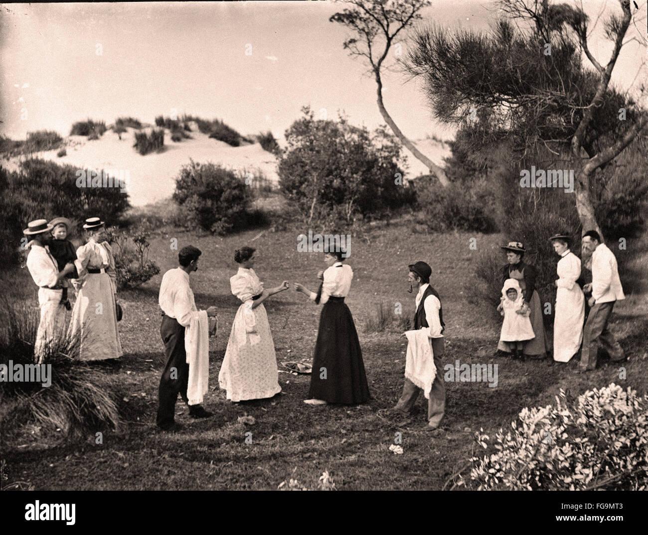 Le donne il pugilato in gonne e camicette Immagini Stock
