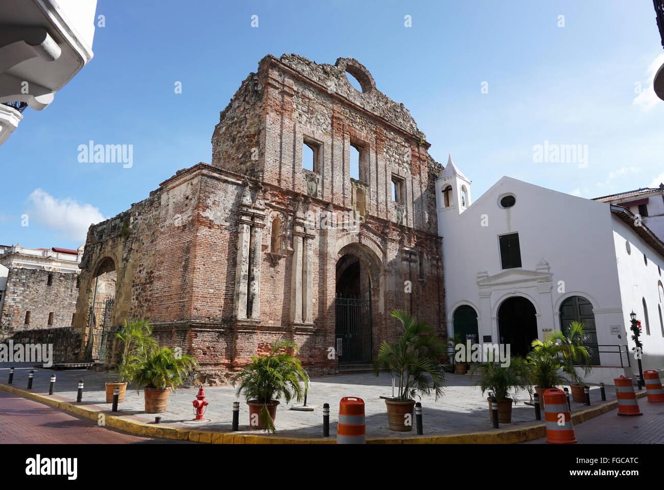 Chiesa di Santo Domingo e l'arco piatto Arco Chato Panama city Immagini Stock