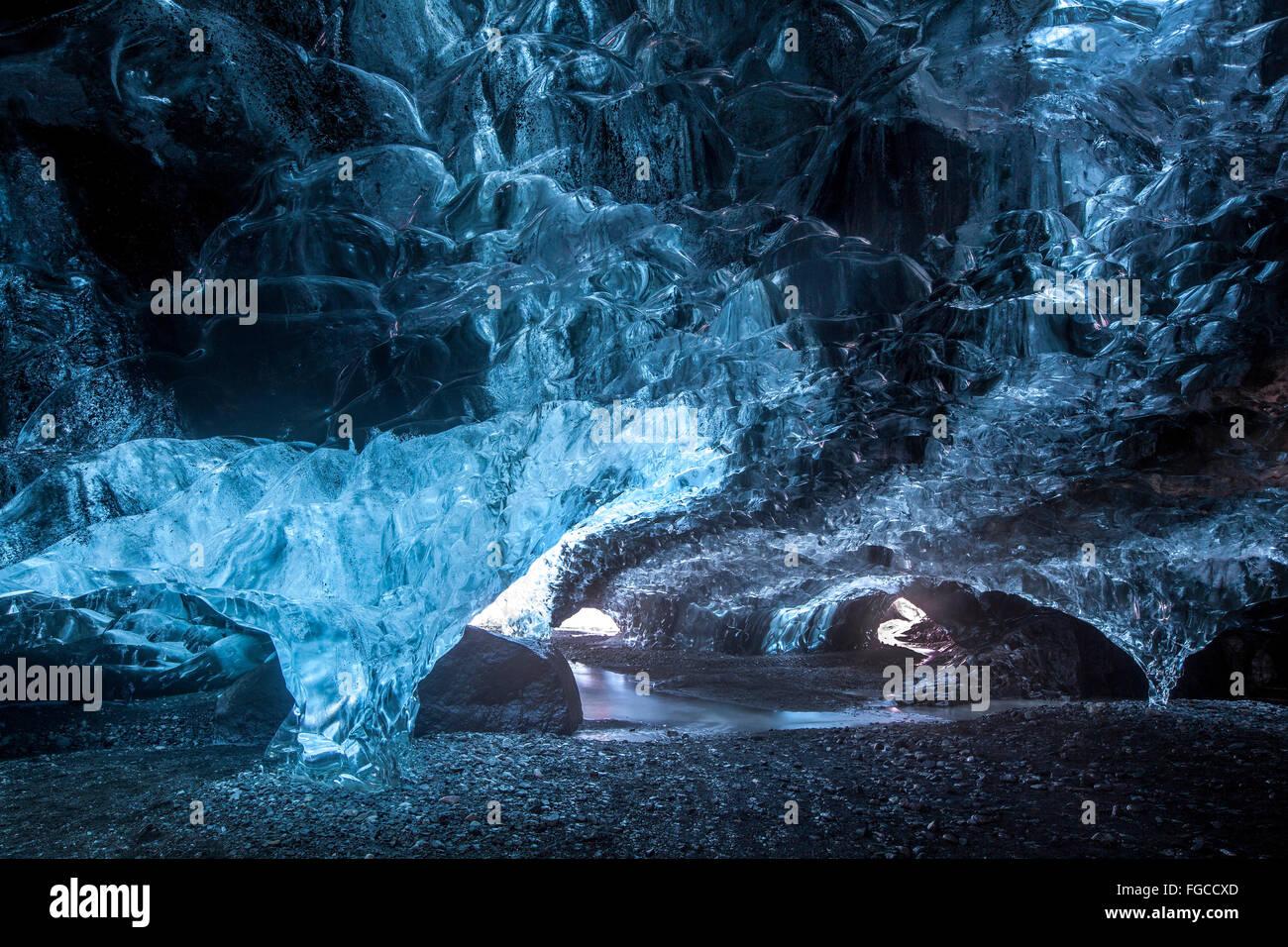 Grotta di ghiaccio sotto il Vatnajökull, Regione meridionale Islanda Foto Stock