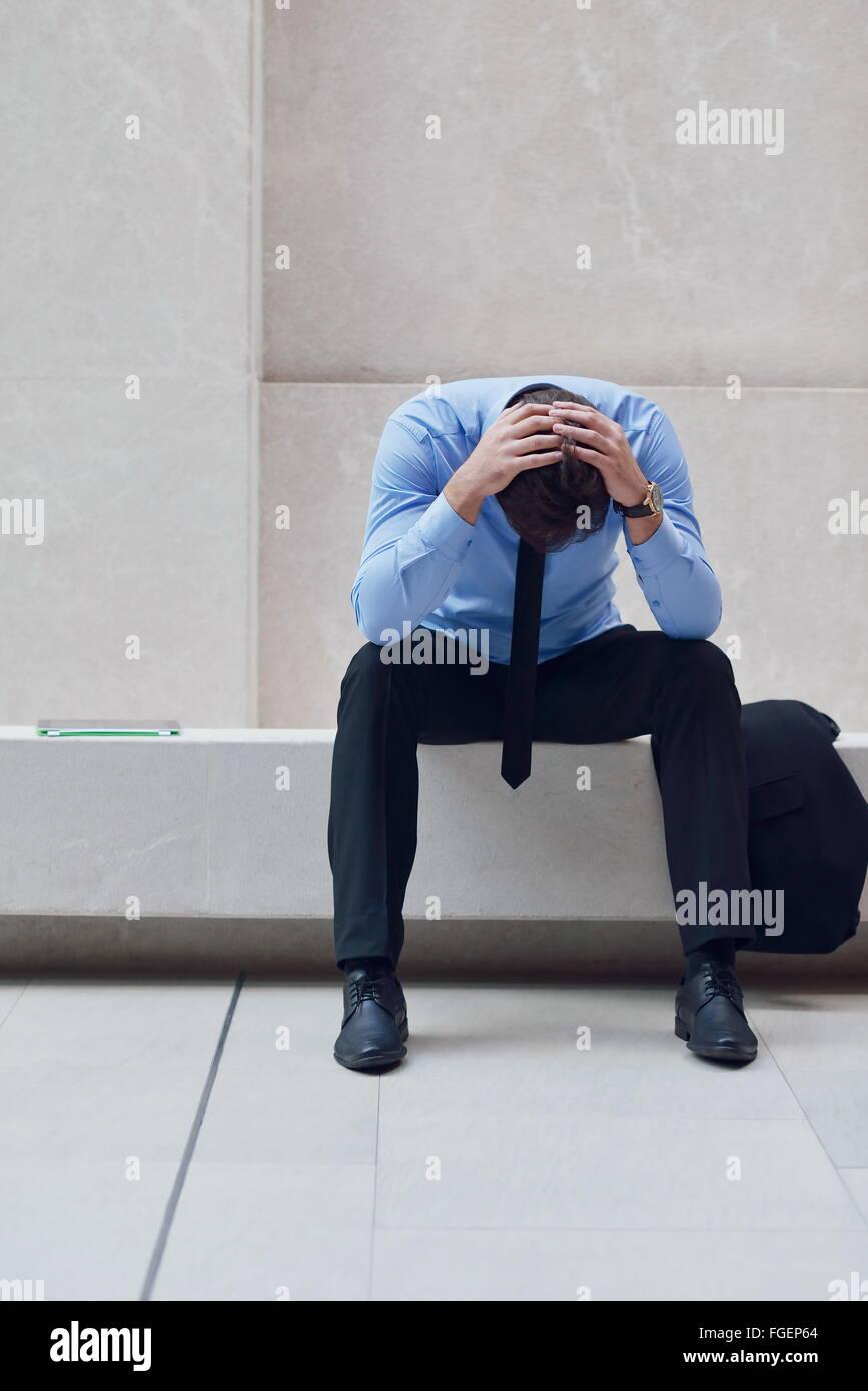 Frustrati giovane uomo d affari Immagini Stock