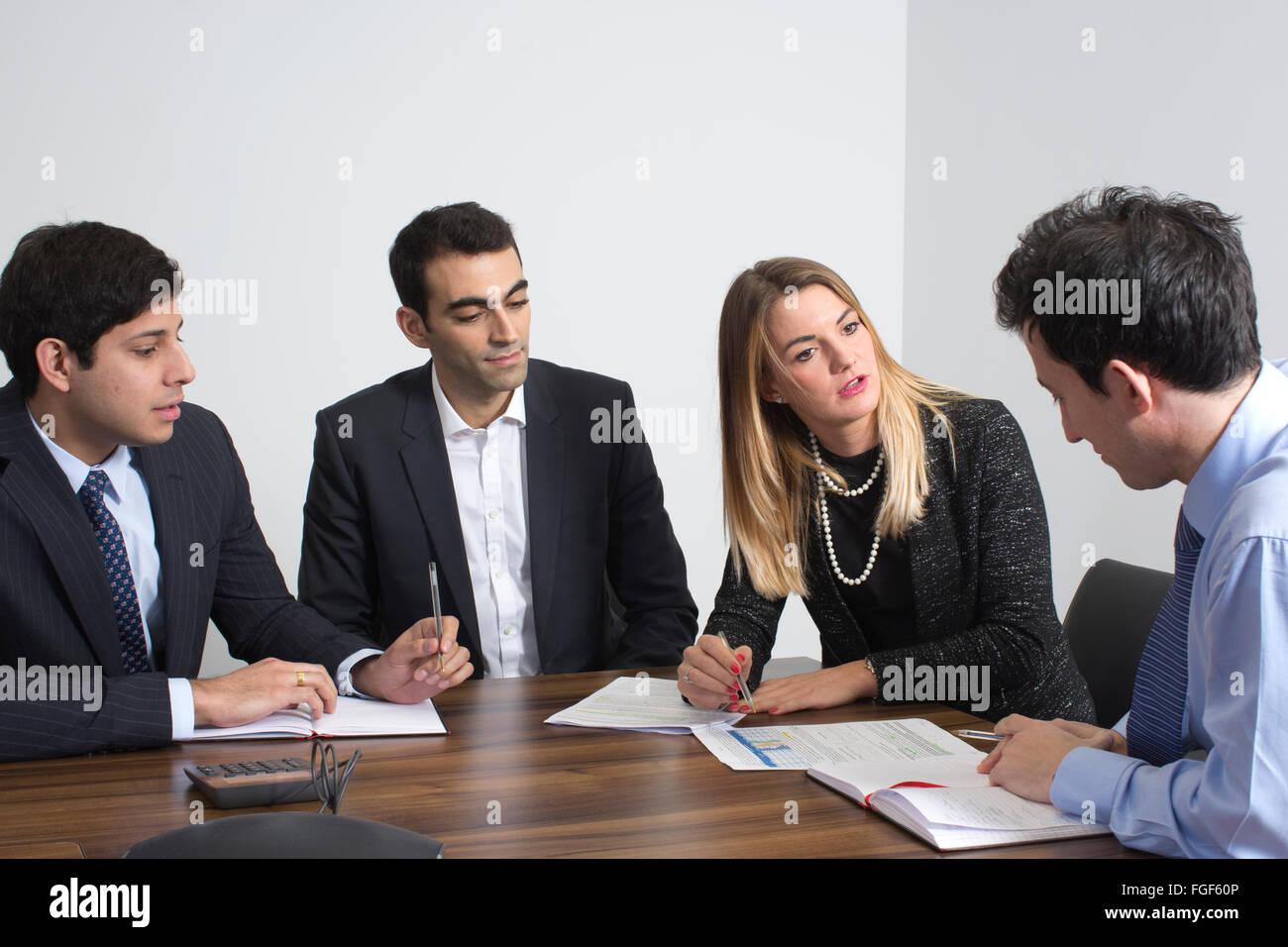 Assunzione business meeting, London, England, Regno Unito Immagini Stock