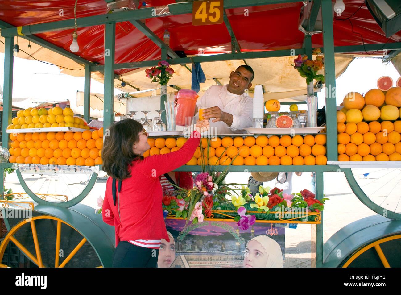 Spremuta fresca di arancia, in Marrakech Marocco. Immagini Stock