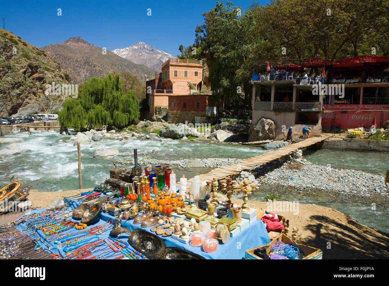 Scena di fiume presso il villaggio di Setti Fatma nell'Ourika Valley Foto Stock