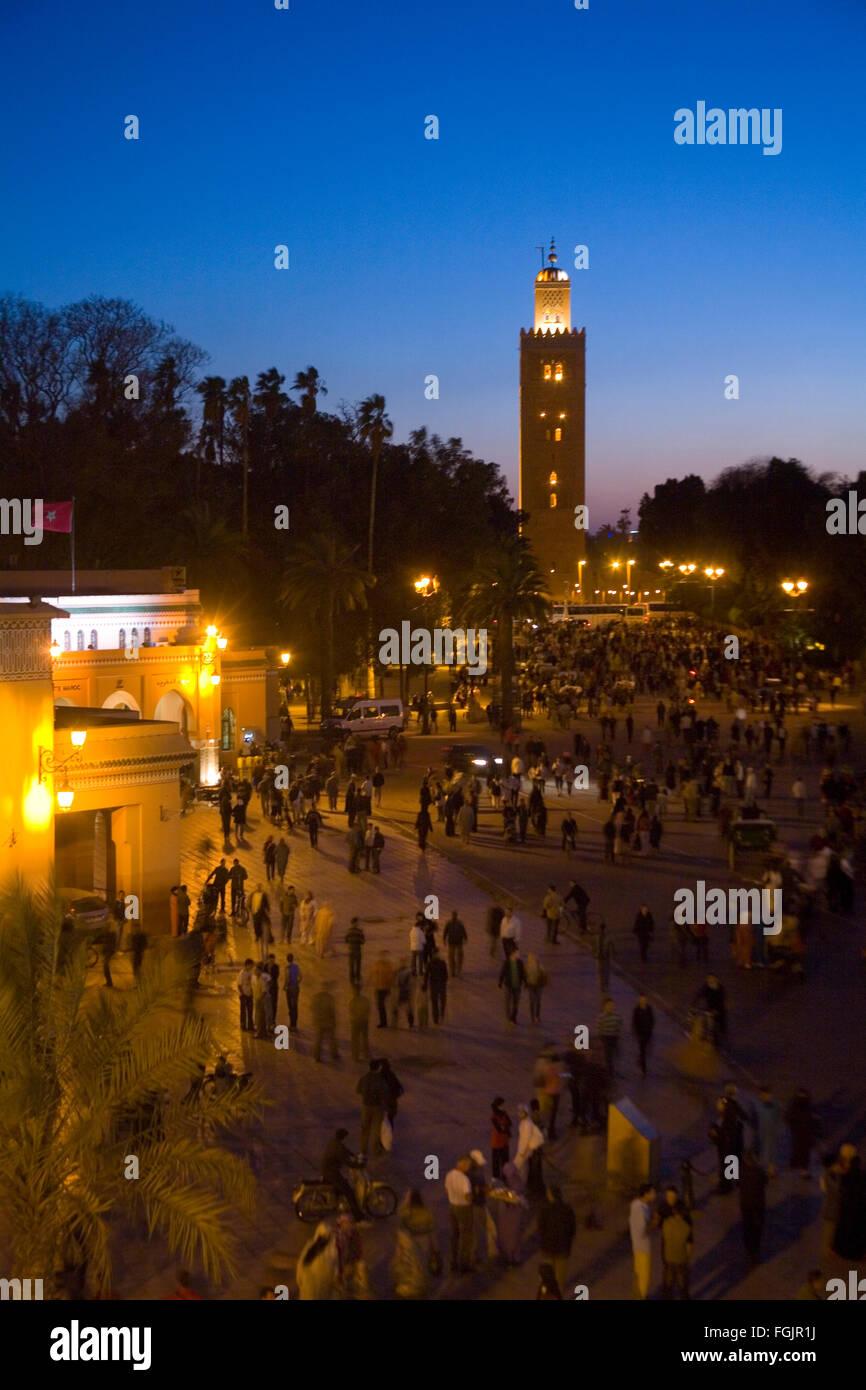 La Moschea di Koutoubia a Piazza Jemaa El Fna a Marrakech in notturna. Il Marocco Immagini Stock