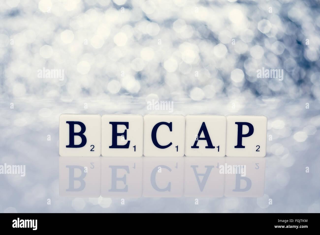 Parola scritta di piastrelle con lettere da il gioco scrabble