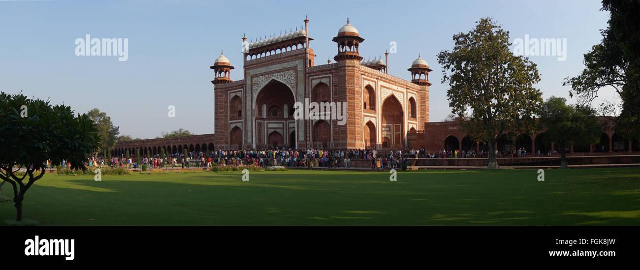Taj Mahal, un mausoleo di marmo bianco in Agra, India. Immagini Stock