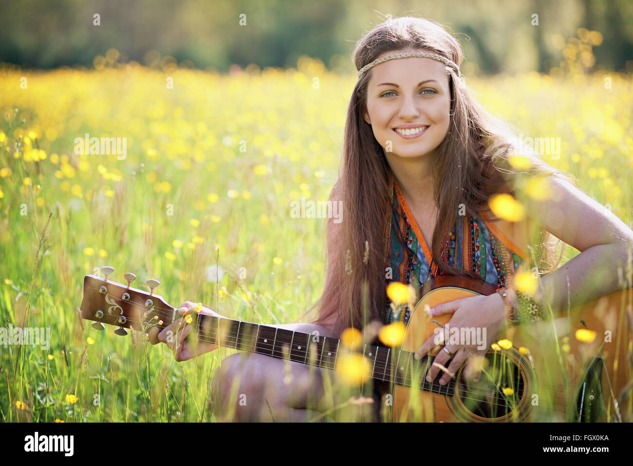 Happy hippie donna sorridente. Libertà e armonia Foto Stock