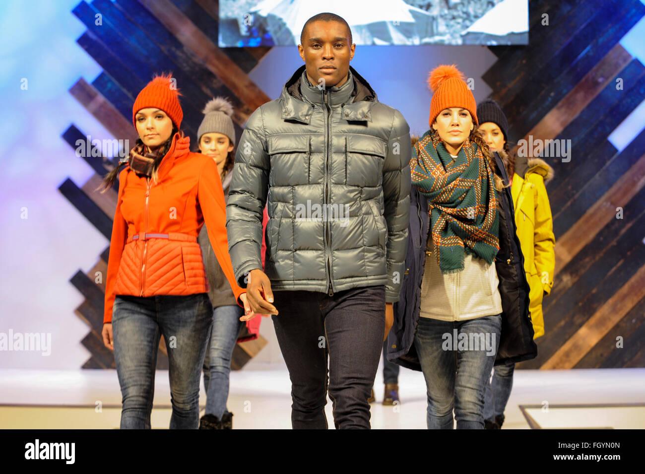I modelli sulla passerella Moda, NEC di Birmingham, Regno Unito, 22 febbraio 2016. Credito: Antony ortica/Alamy Immagini Stock