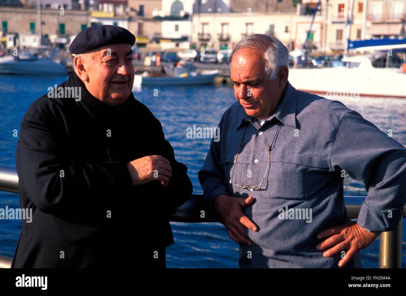 Isola di Lipari, papa nel porto, Isole Eolie, in Sicilia, Italia, Europa Immagini Stock