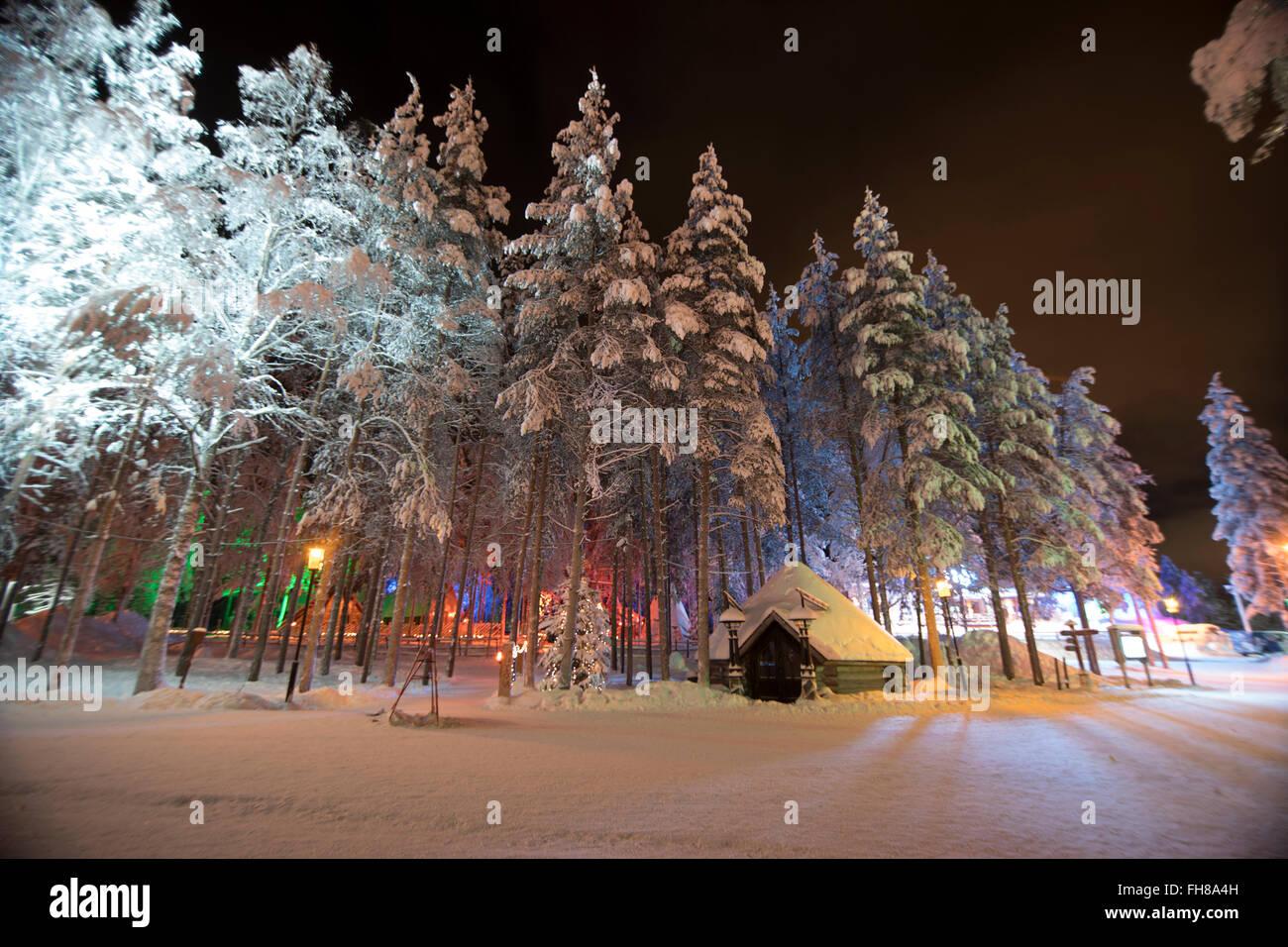 Rovaniemi Finlandia Villaggio Di Babbo Natale.Alberi Al Villaggio Di Babbo Natale A Rovaniemi Finlandia Foto Stock Alamy