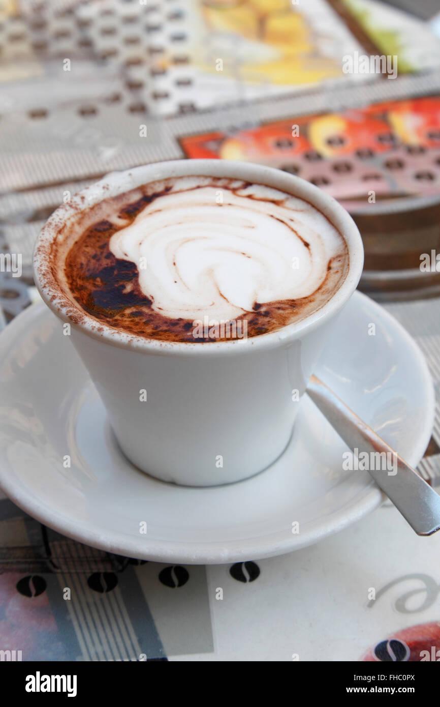 Tazza di cappuccino, serviti nella ROM Immagini Stock