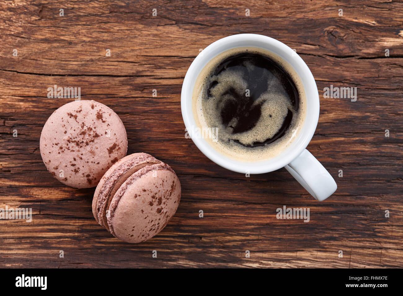 Caffè Americano con macarons Immagini Stock