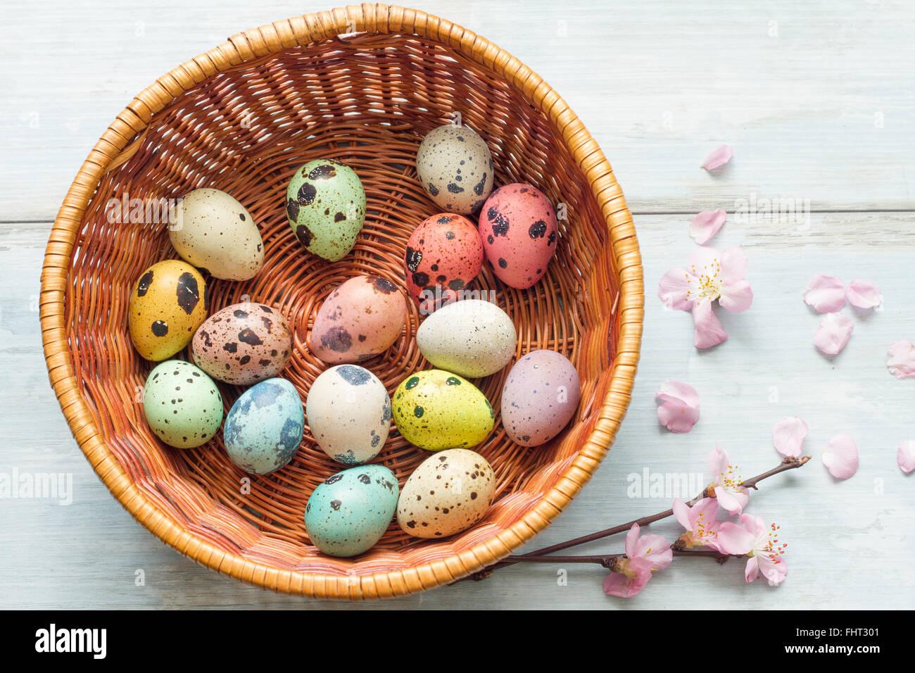 Uova di Pasqua e fiori di ciliegio astratto sfondo rétro Immagini Stock