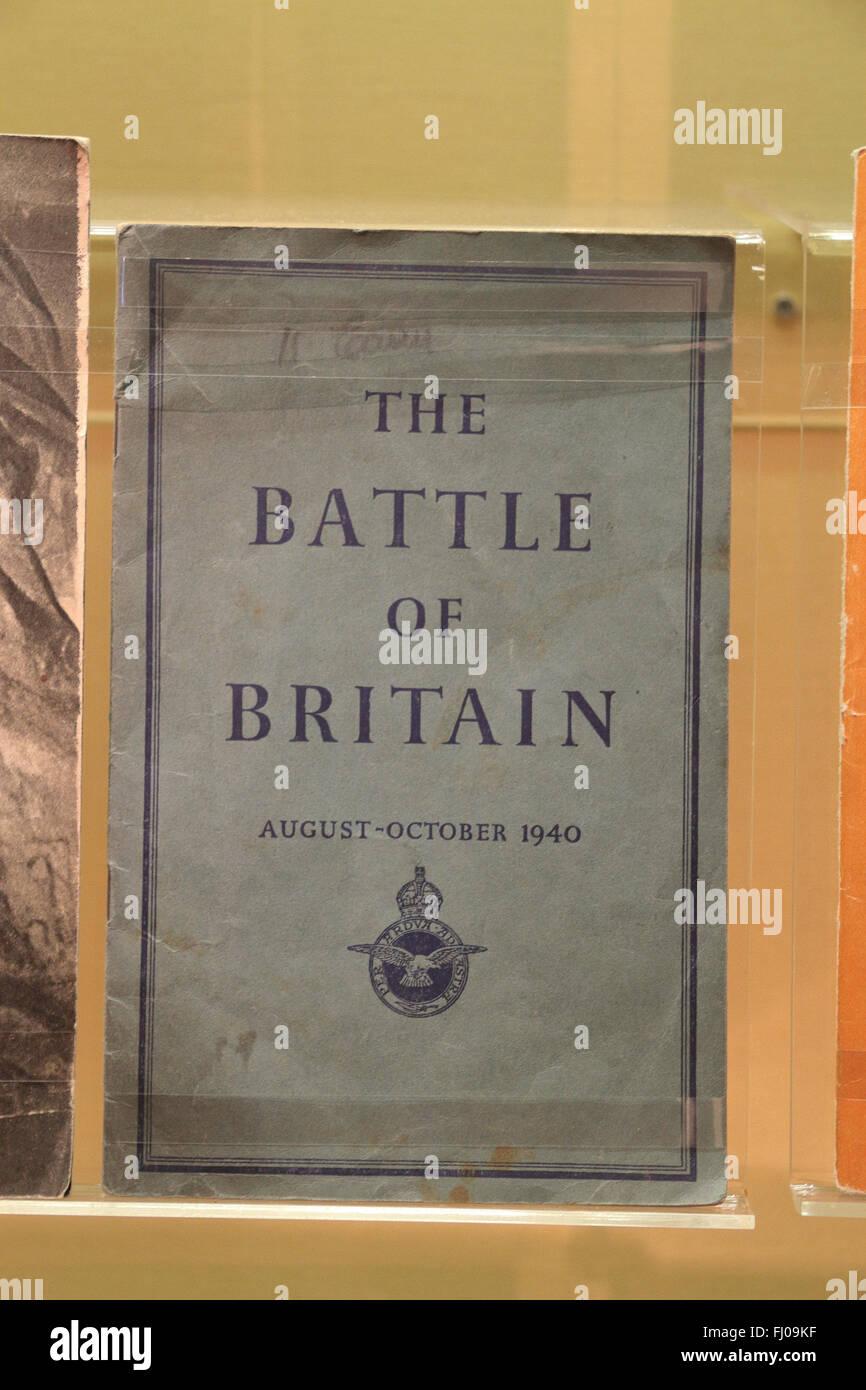 Il governo in tempo di guerra opuscolo informativo sulla Battaglia di Bretagna, Imperial War Museum North, Salford Quays, Manchester, Regno Unito. Foto Stock