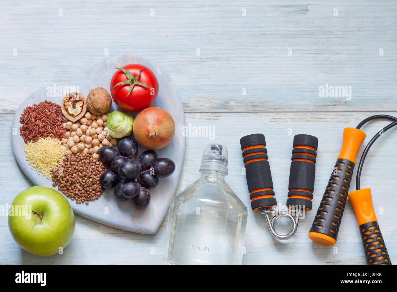 Uno stile di vita sano concetto con la dieta e simboli di fitness Immagini Stock