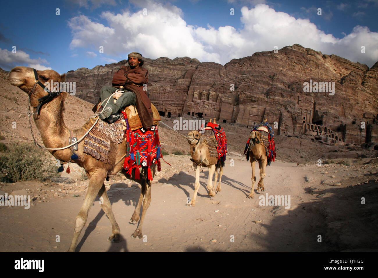 Petra, Giordania - paesaggio e persone beduin Immagini Stock