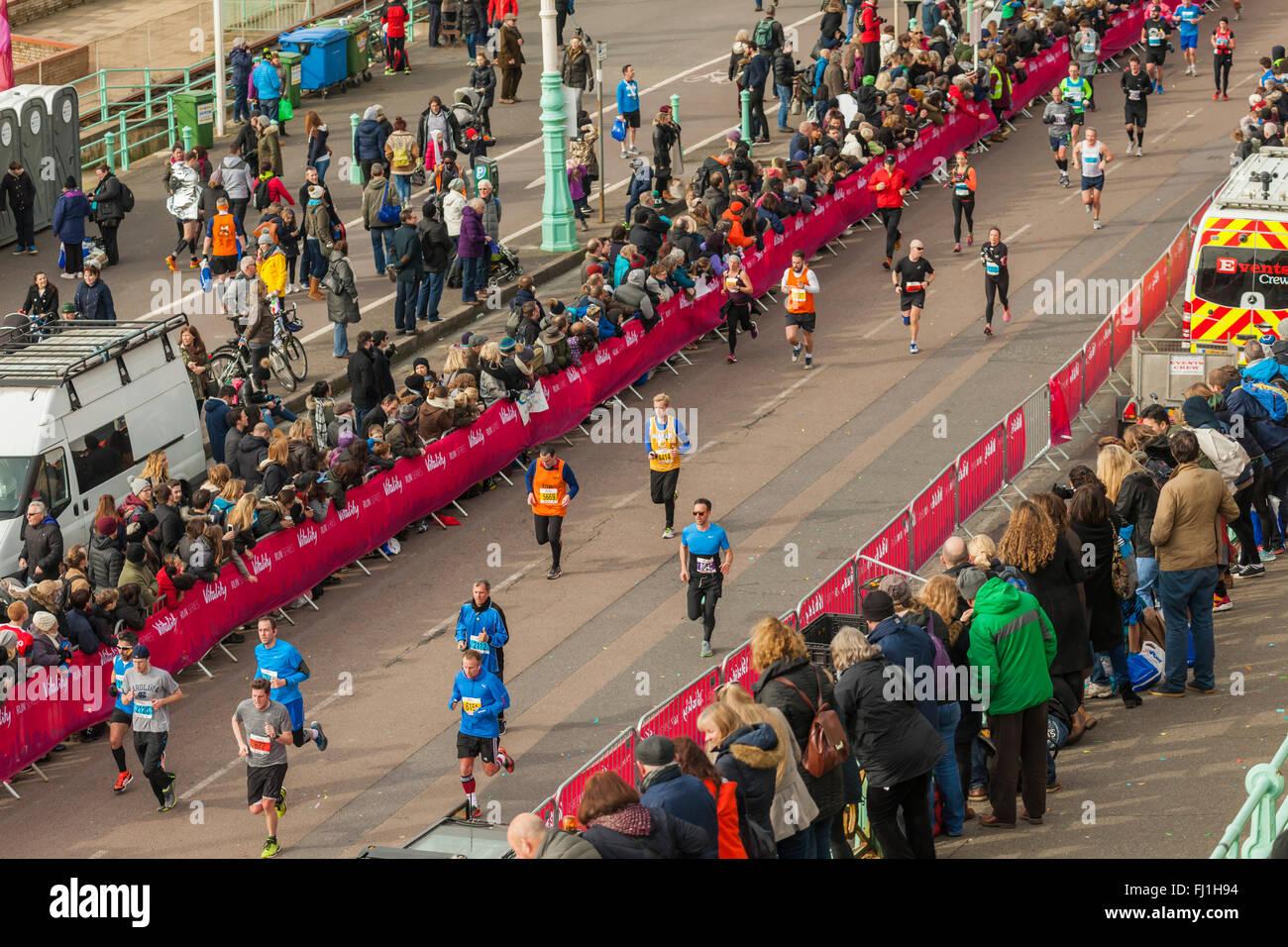 La finitura di Brighton Mezza Maratona 28 febbraio 2016, East Sussex, Inghilterra. Immagini Stock