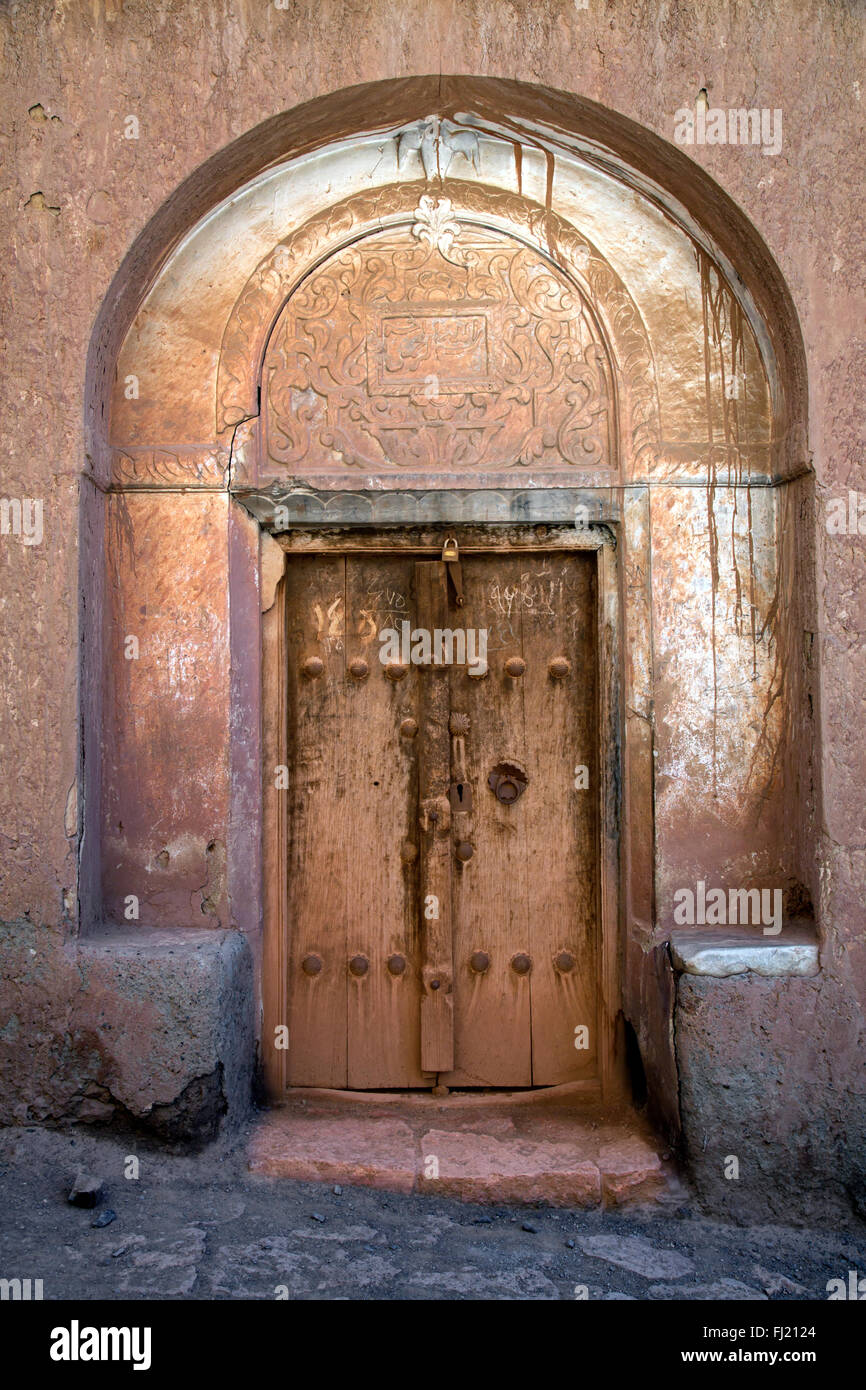 Vecchia porta di legno - architettura nel villaggio di Abyaneh , Iran Immagini Stock