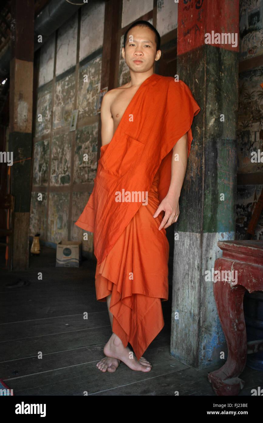 Ritratto di monaco buddista nel monastero di Luang Prabang , il Laos, Asia Immagini Stock