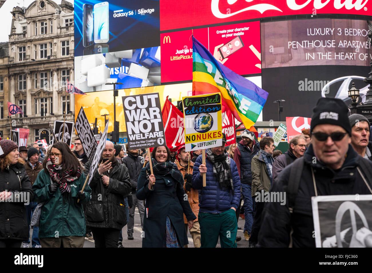 Arrestare Trident dimostrazione organizzata dalla Campagna per il disarmo nucleare, Londra, Inghilterra, Regno Unito. Immagini Stock