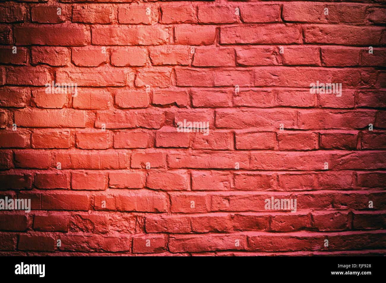 Tessitura della pietra - muro in mattoni dipinti con il colore rosso Foto & Immagine Stock ...