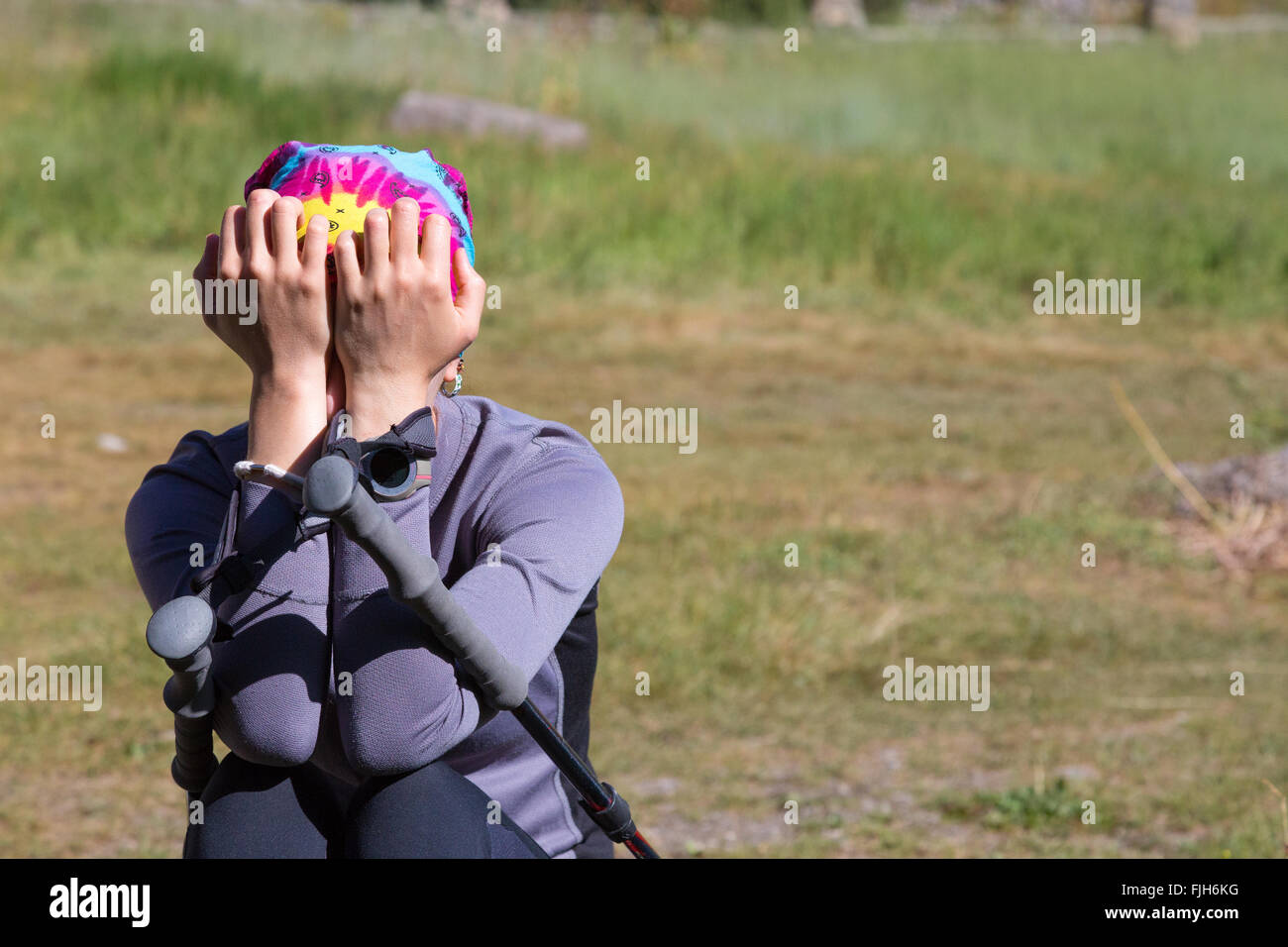 Sconvolto escursionista femmina Immagini Stock