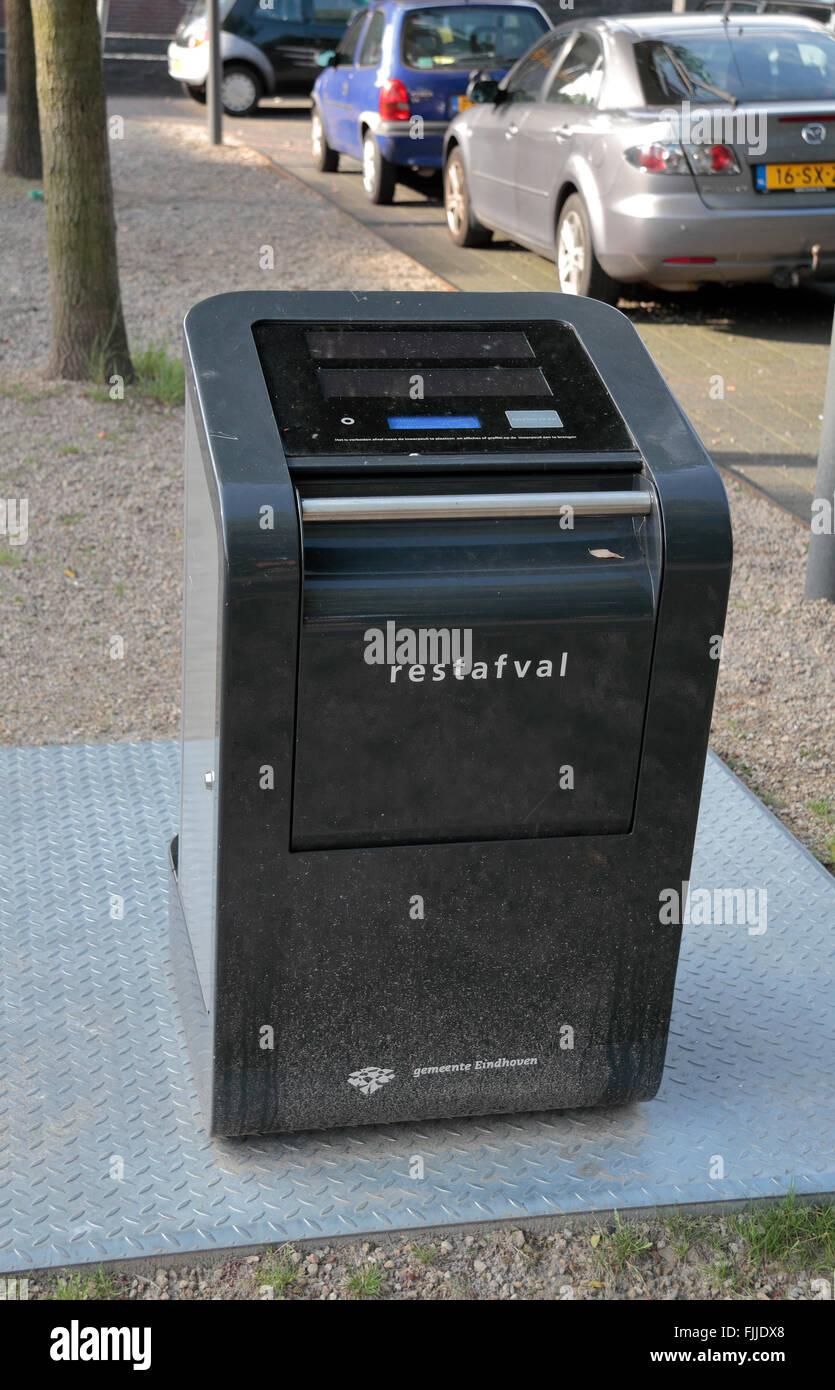 Un electronic waste bin in Eindhoven, Noord-Brabant, Paesi Bassi. Immagini Stock