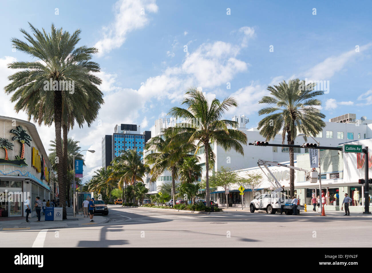 Scena di strada di attraversamento di Lincoln Road e Collins Avenue a South Beach di Miami Beach, Florida, Stati Immagini Stock