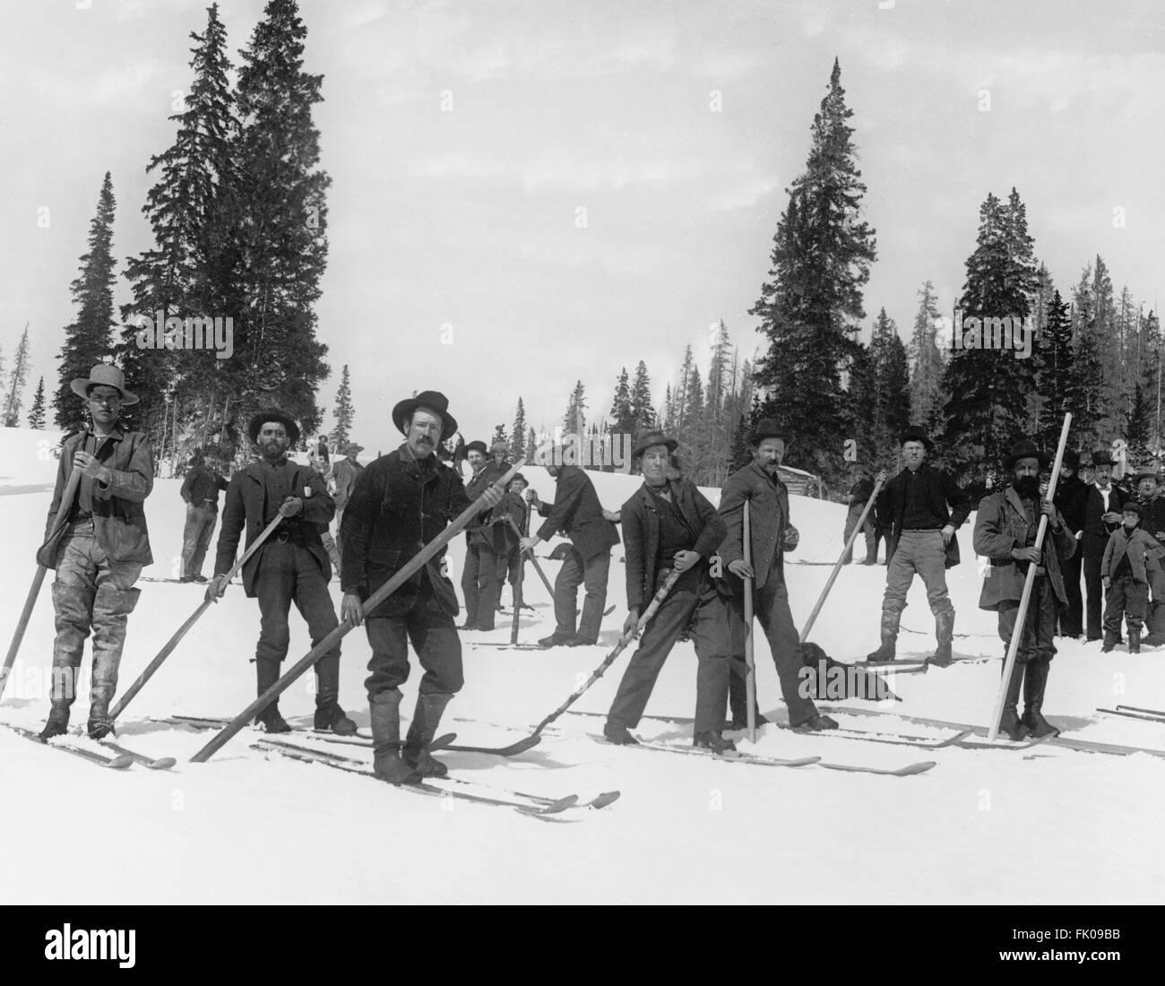 Gruppo di sciatori, USA, circa 1915 Immagini Stock