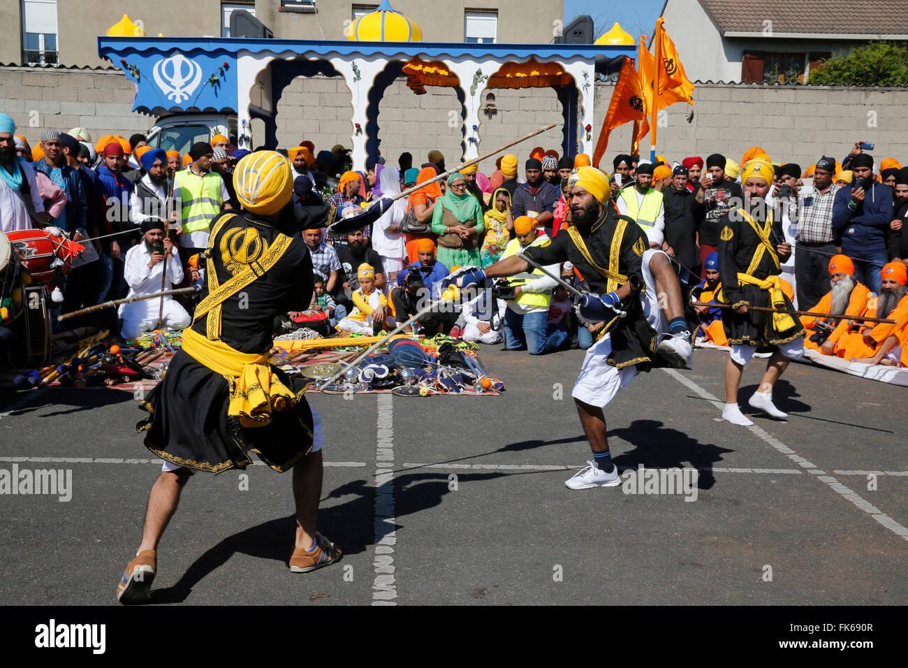 Hola Mohalla, arti marziali durante i sikh anno nuovo, in Bobigny, Francia, Europa Immagini Stock