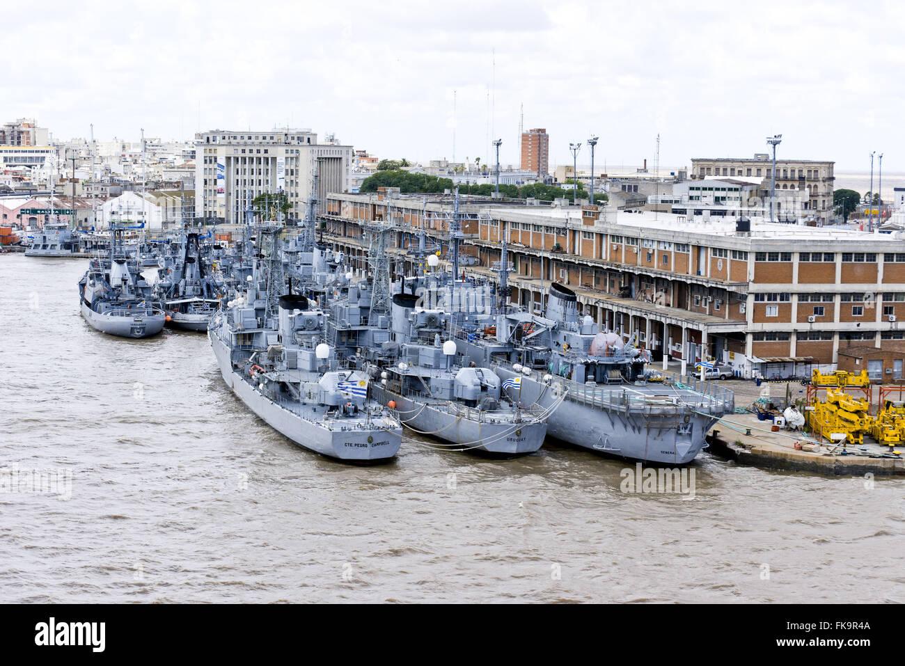 Dal Porto di Montevideo - navi da guerra Immagini Stock