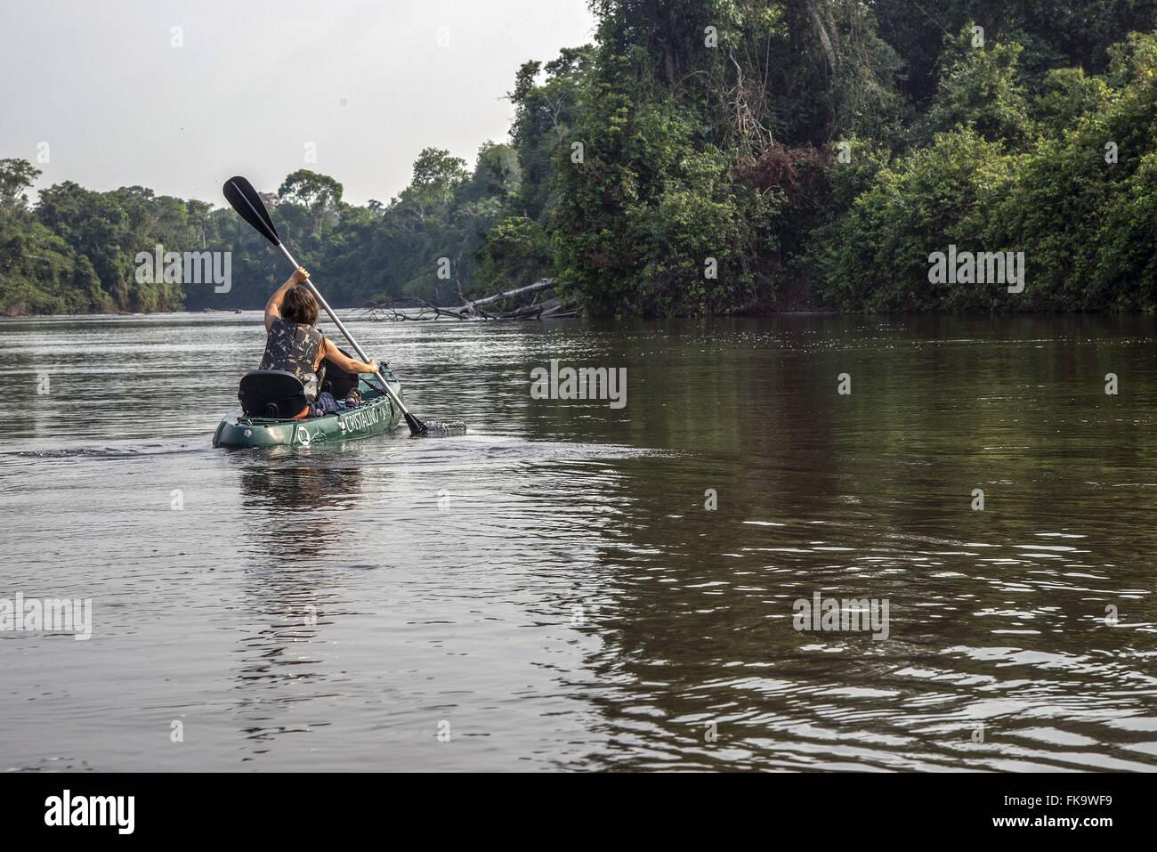 In canoa sul Rio Cristalino Immagini Stock