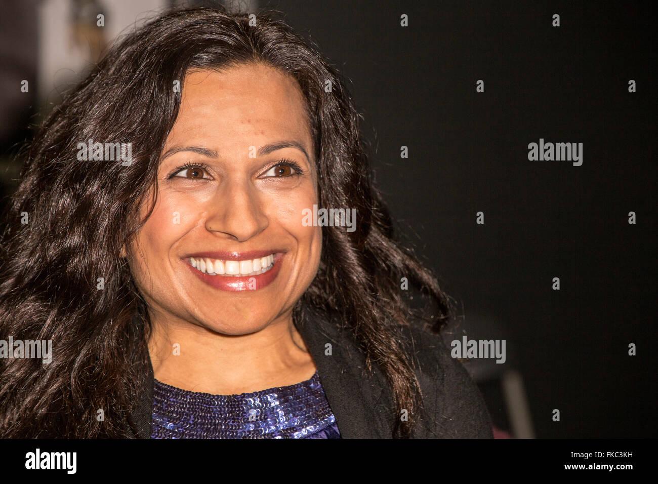 Arti Shah è l'attrice che interpreta il ruolo di Maz Kanata in Star Wars Episodio VII: la forza risveglia Immagini Stock