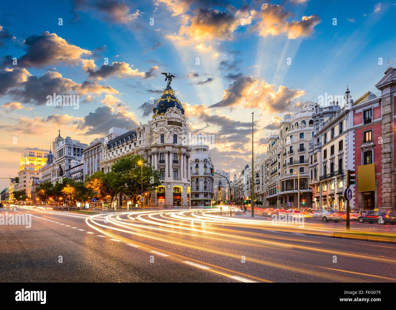 Madrid, Spagna paesaggio urbano di Calle de Alcalá e la Gran Via. Immagini Stock