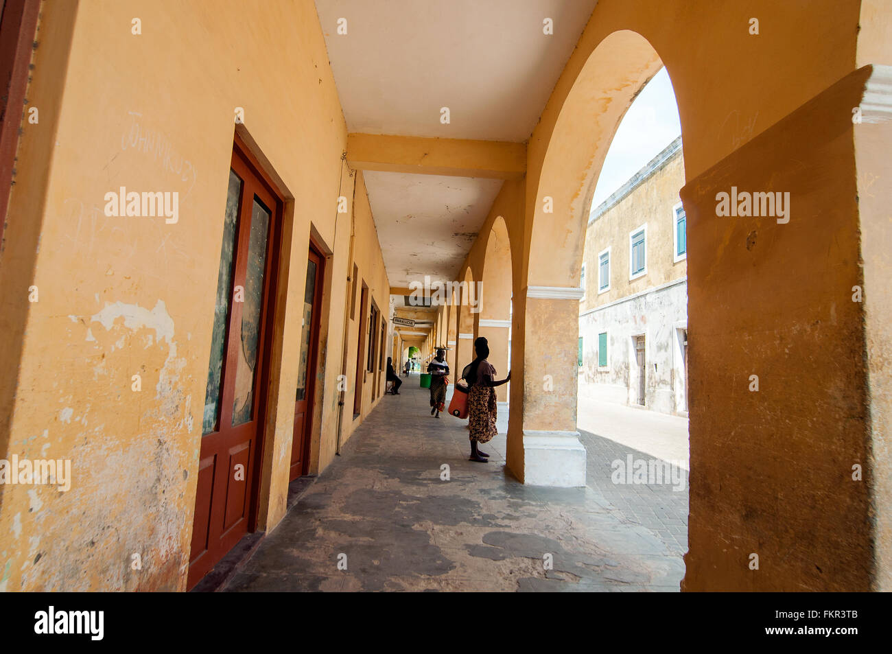 Colonial arcade, Ilha de Mozambico, Nampula, Mozambico Immagini Stock