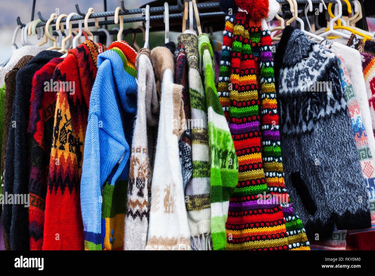 nuovi stili spedizione gratuita marchi riconosciuti I maglioni di lana di alpaca sul mercato in Perù Foto ...